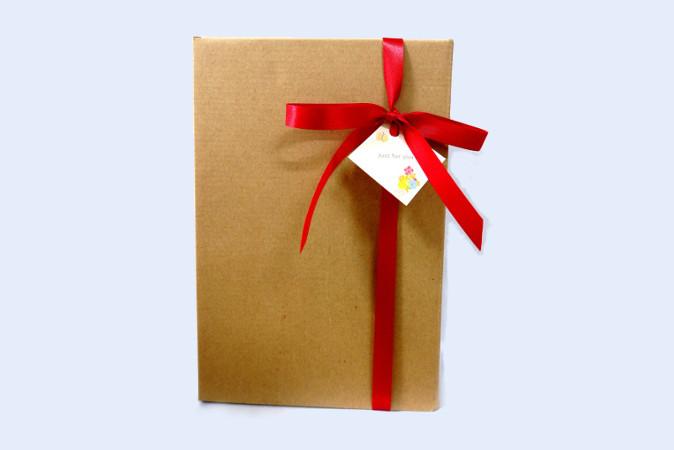 ※箱のギフト包装は、シャンプーとトリートメントのセットの場合のみ対応しています。それぞれの画面で「ギフト包装」をお選びください。
